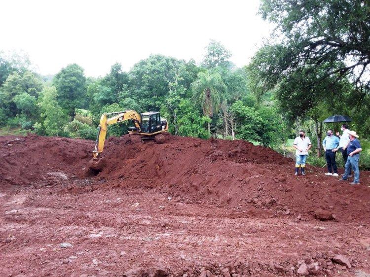 Construção de açudes visa maior estabilidade na produção agropecuária na região de Santa Rosa