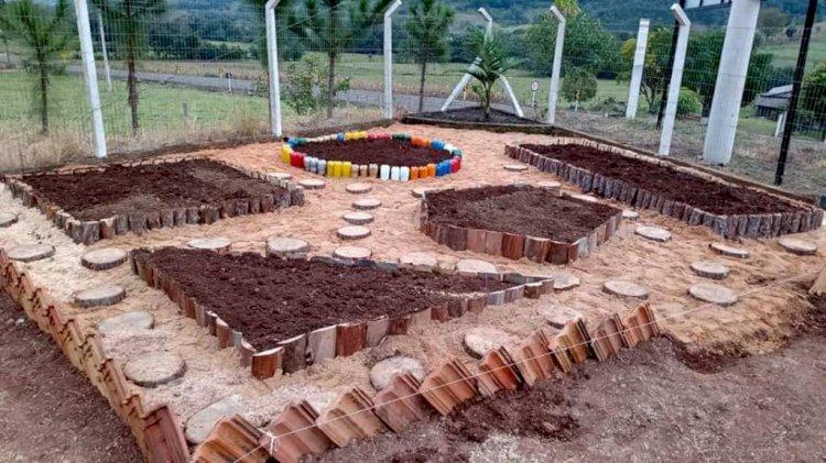 Horta didática promove conhecimento e acesso à alimentação diversificada e saudável